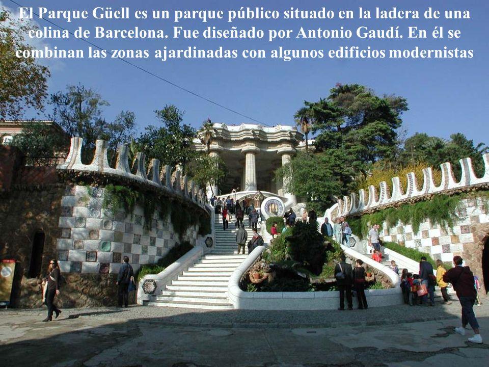 El Parque Güell es un parque público situado en la ladera de una colina de Barcelona. Fue diseñado por Antonio Gaudí. En él se combinan las zonas ajar