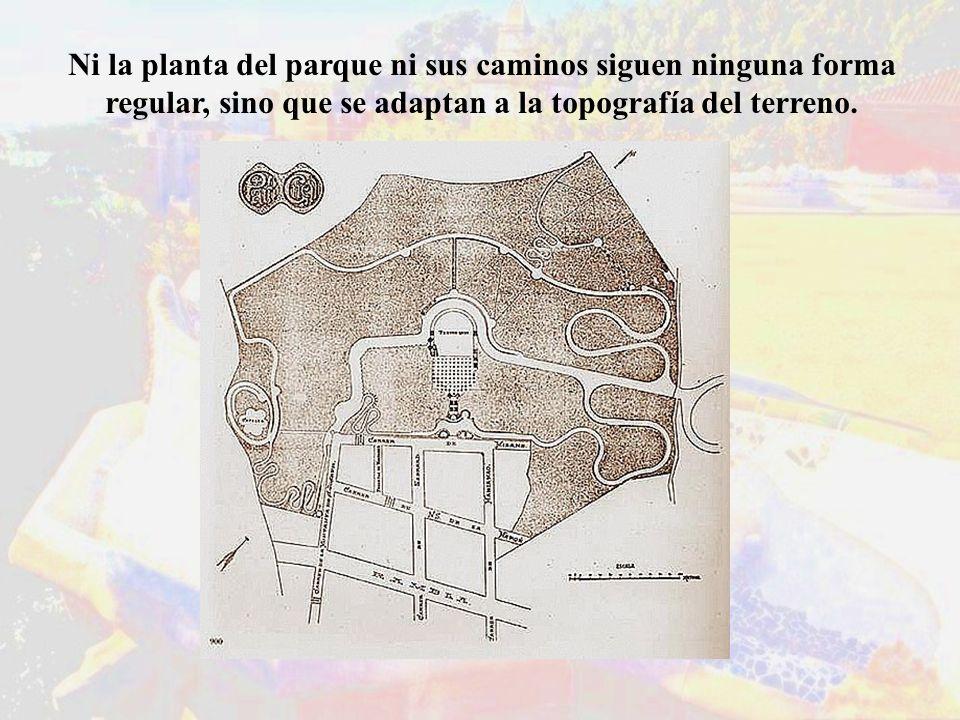 Ni la planta del parque ni sus caminos siguen ninguna forma regular, sino que se adaptan a la topografía del terreno.