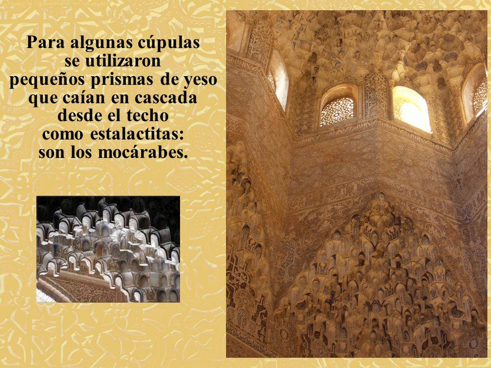 Para algunas cúpulas se utilizaron pequeños prismas de yeso que caían en cascada desde el techo como estalactitas: son los mocárabes.
