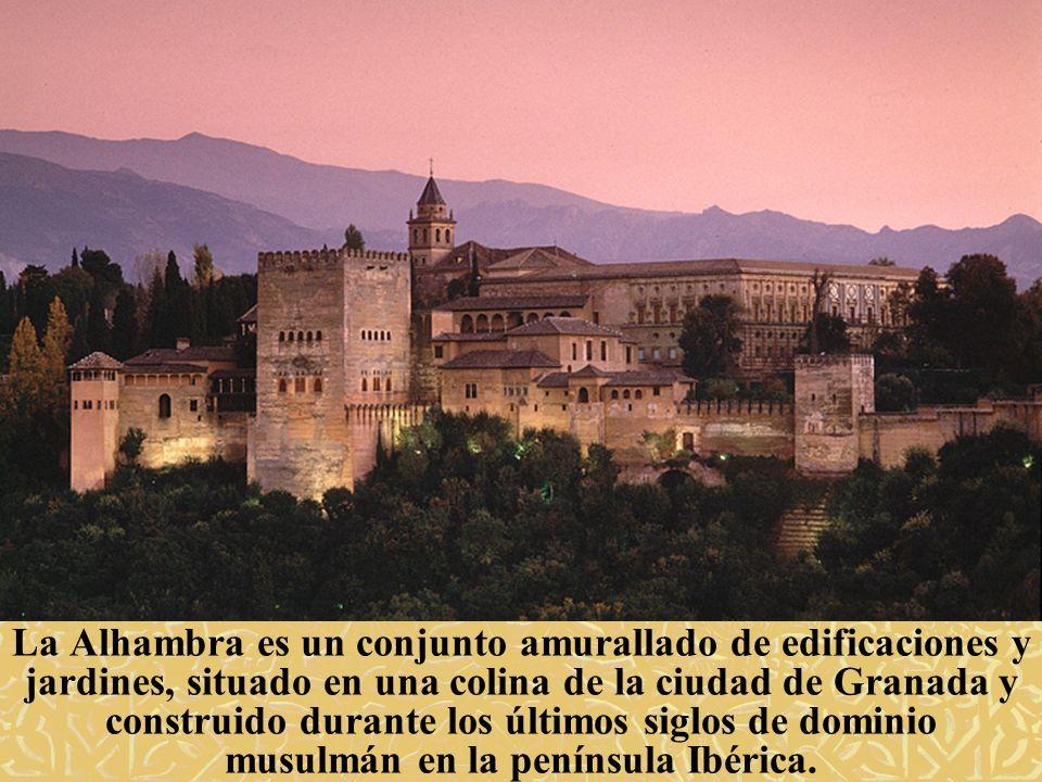 La Alhambra es un conjunto amurallado de edificaciones y jardines, situado en una colina de la ciudad de Granada y construido durante los últimos sigl