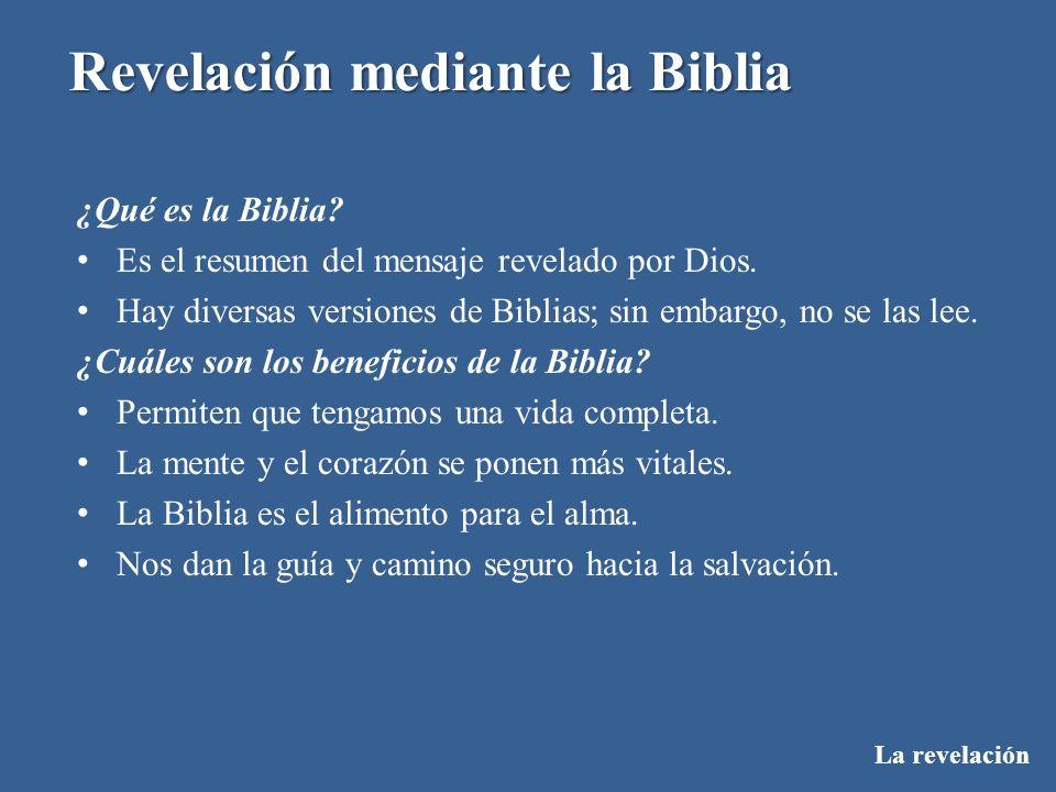 La revelación Revelación mediante la Biblia ¿Qué es la Biblia? Es el resumen del mensaje revelado por Dios. Hay diversas versiones de Biblias; sin emb