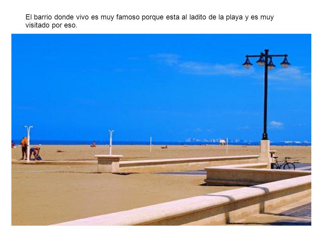 El barrio donde vivo es muy famoso porque esta al ladito de la playa y es muy visitado por eso.