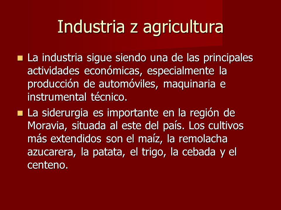 Industria z agricultura La industria sigue siendo una de las principales actividades económicas, especialmente la producción de automóviles, maquinari