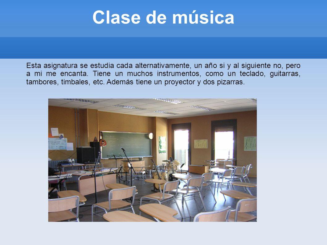 Clase de informática En el instituto hay tres clases de informática.