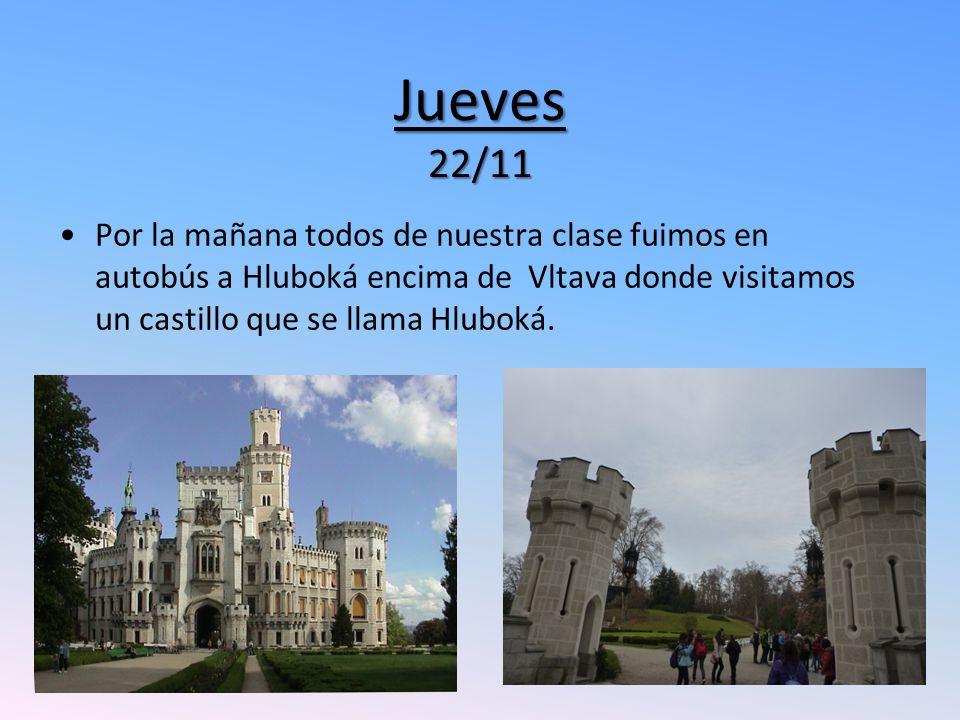 Jueves 22/11 Por la mañana todos de nuestra clase fuimos en autobús a Hluboká encima de Vltava donde visitamos un castillo que se llama Hluboká.
