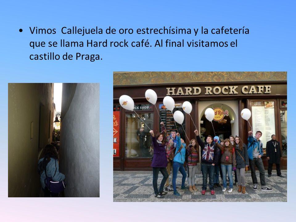 Vimos Callejuela de oro estrechísima y la cafetería que se llama Hard rock café.