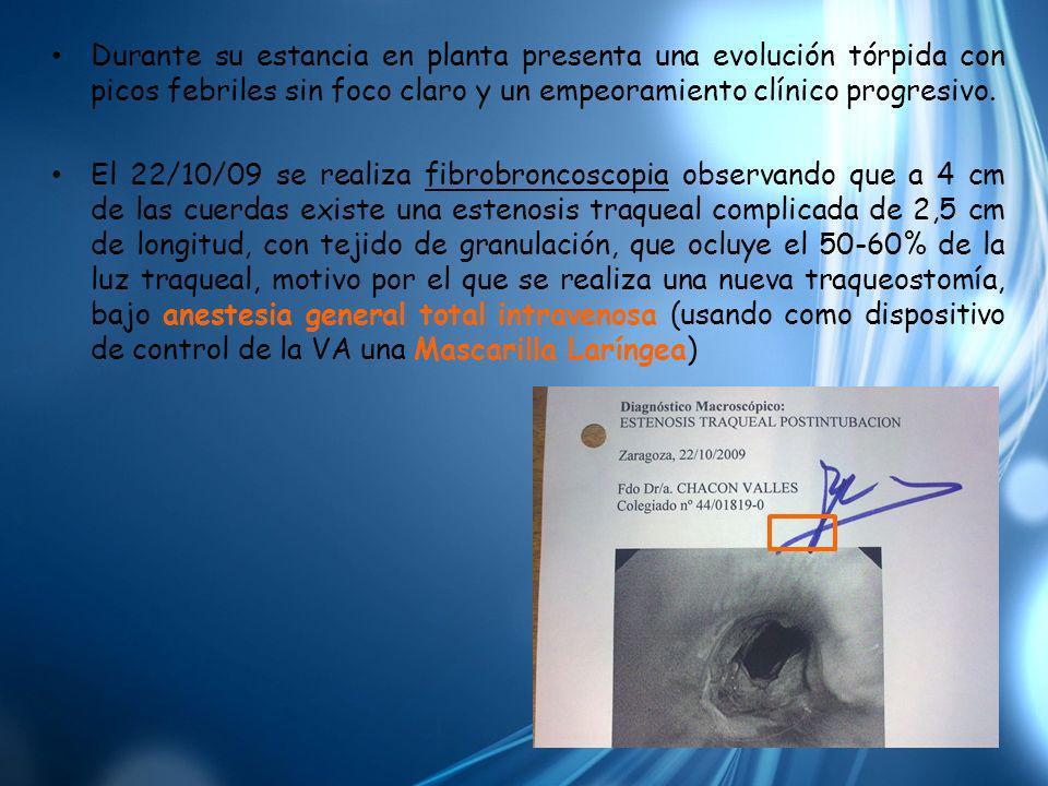 Durante su estancia en planta presenta una evolución tórpida con picos febriles sin foco claro y un empeoramiento clínico progresivo. El 22/10/09 se r