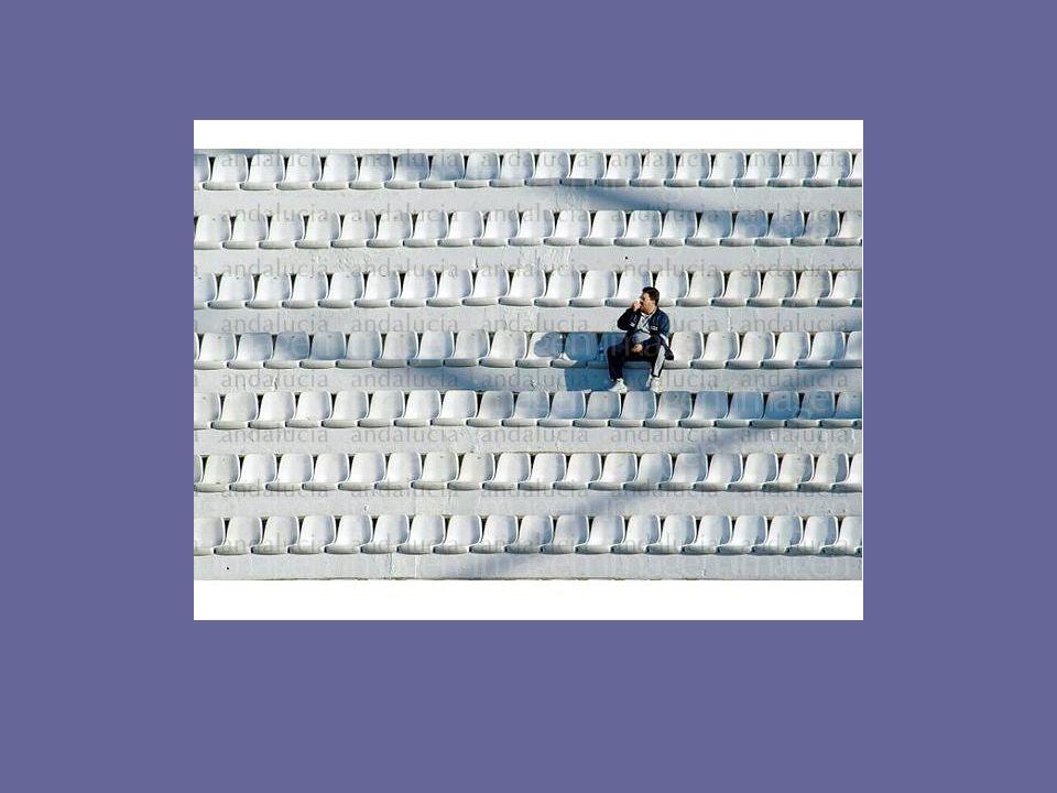 Redes de apoyo para enfrentar los obstáculos en el emprendimiento La mayoría de los emprendedores enfrentaron desafíos sin apoyo de red alguna (>60%) reafirma debilidad de redes en Chile Se carece en particular de una red adecuada con proveedores y clientes o con otros empresarios Fuente :informe Endeavor chile