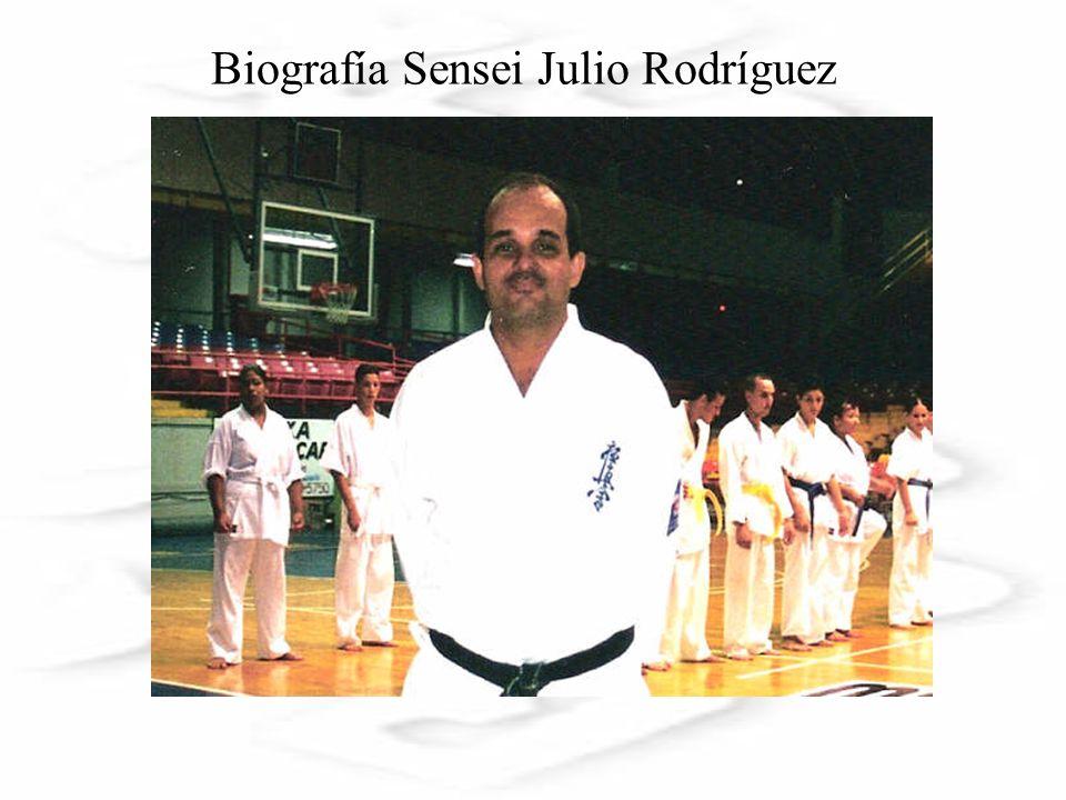 Nace el 31 de marzo de 1959 en el Hospital Municipal de Cayey, Julio O.