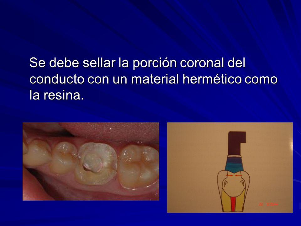 Se debe sellar la porción coronal del conducto con un material hermético como la resina. Se debe sellar la porción coronal del conducto con un materia