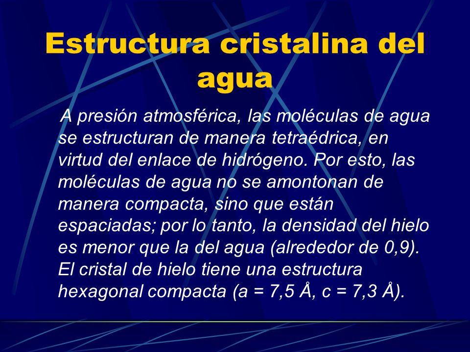 Estructura cristalina del agua A presión atmosférica, las moléculas de agua se estructuran de manera tetraédrica, en virtud del enlace de hidrógeno. P
