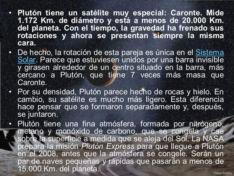 Plutón tiene un satélite muy especial: Caronte. Mide 1.172 Km. de diámetro y está a menos de 20.000 Km. del planeta. Con el tiempo, la gravedad ha fre