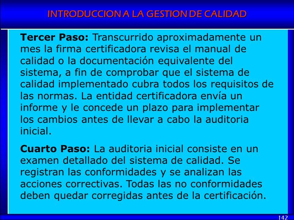 INTRODUCCION A LA GESTION DE CALIDAD 142 Tercer Paso: Transcurrido aproximadamente un mes la firma certificadora revisa el manual de calidad o la docu