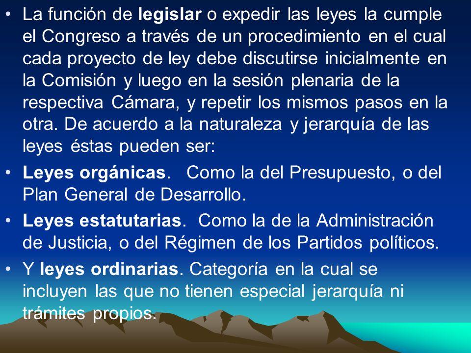 La función de legislar o expedir las leyes la cumple el Congreso a través de un procedimiento en el cual cada proyecto de ley debe discutirse inicialm