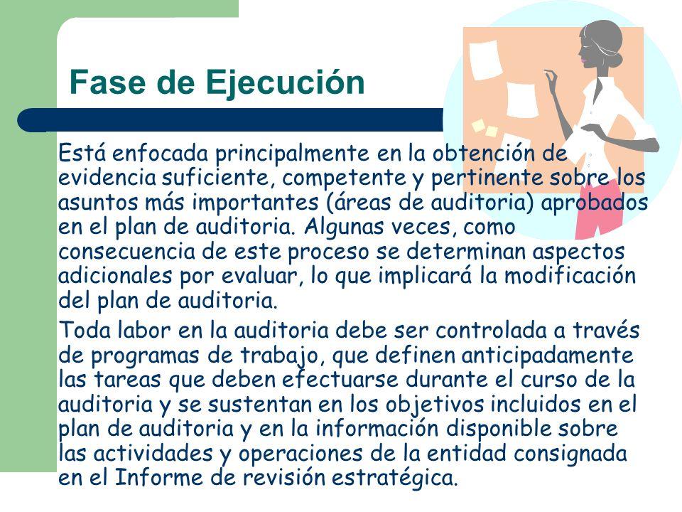 Está enfocada principalmente en la obtención de evidencia suficiente, competente y pertinente sobre los asuntos más importantes (áreas de auditoria) a