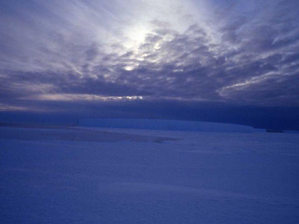 En pleno verano (entre noviembre y marzo), los días en la Antártida tienen luz casi las 24 horas del día, mientras que, durante el invierno (entre abr