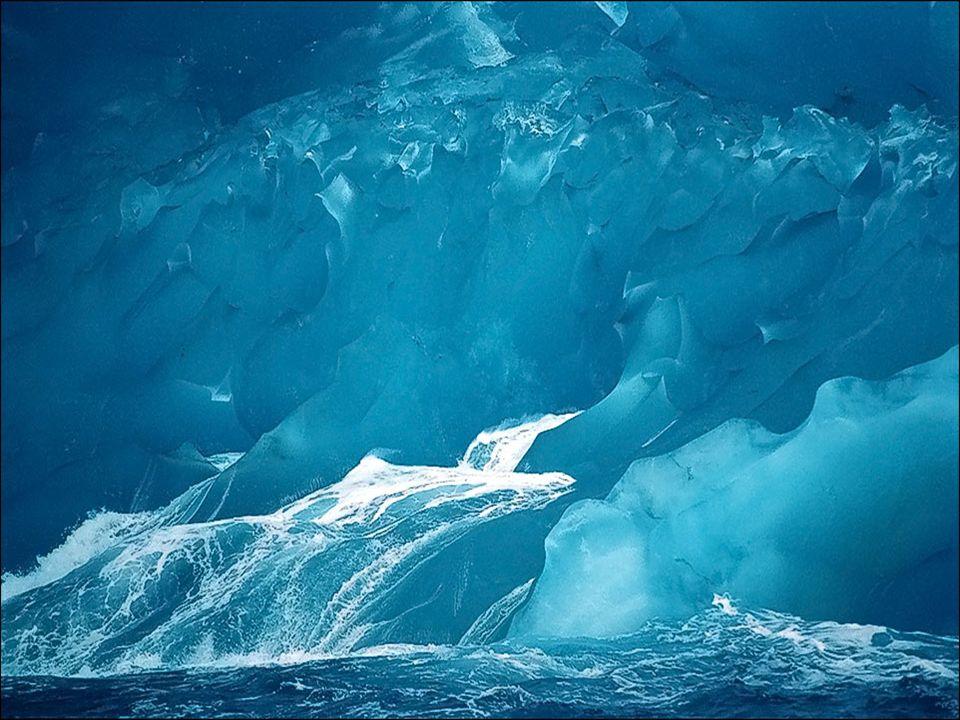 En pleno verano (entre noviembre y marzo), los días en la Antártida tienen luz casi las 24 horas del día, mientras que, durante el invierno (entre abril y octubre), los días permanecen en una prolongada penumbra durante seis largos meses.