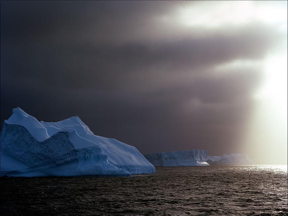 La Antártida tiene las temperaturas más bajas de nuestro Planeta, y alcanza hasta los 70° centígrados bajo cero y vientos de 300 kms por hora. Contien