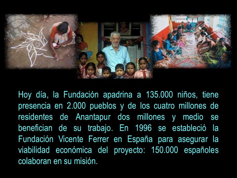 La Fundación Vicente Ferrer dio sus primeros pasos con sólo seis voluntarios. Hoy son 1.800 trabajadores, el 99% de ellos de Anantapur. Fue recibido p