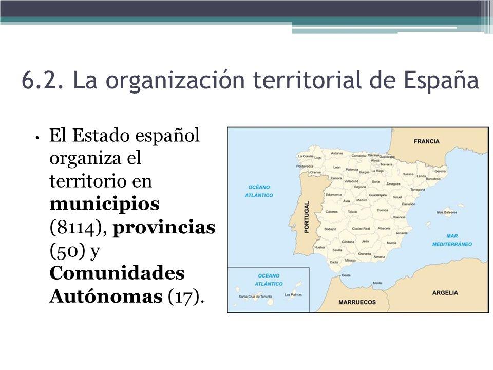 El Estado español organiza el territorio en municipios (8114), provincias (50) y Comunidades Autónomas (17). 6.2. La organización territorial de Españ