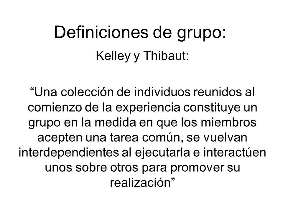 Definiciones de grupo: Kelley y Thibaut: Una colección de individuos reunidos al comienzo de la experiencia constituye un grupo en la medida en que lo