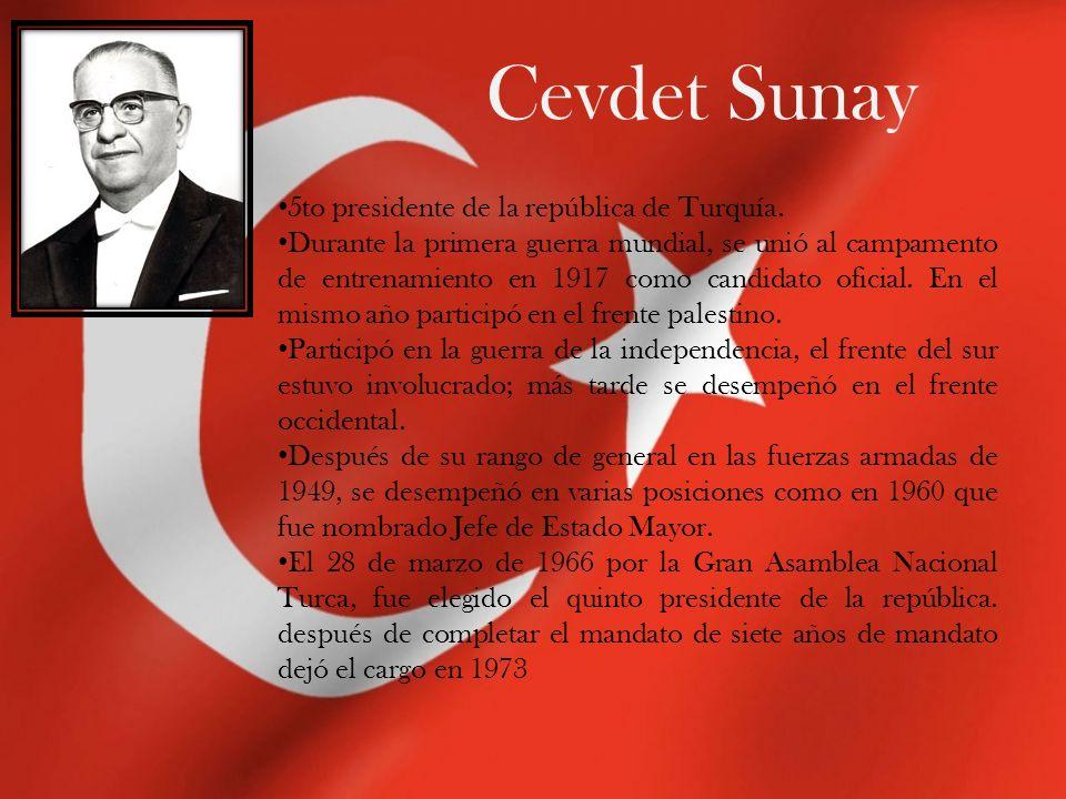 Cevdet Sunay 5to presidente de la república de Turquía. Durante la primera guerra mundial, se unió al campamento de entrenamiento en 1917 como candida