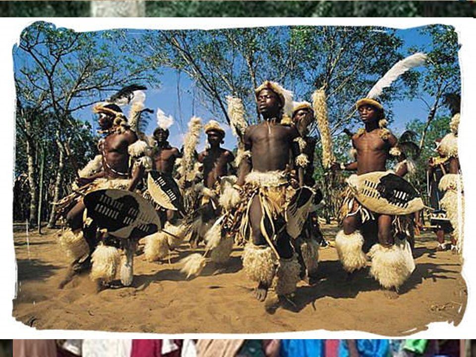 14 África Negra – Subdividida en 2 grupos amplios (origen y cultura) Pob. Paleoafricana – Grupos étnicos más antiguos y de civilización más primitiva,