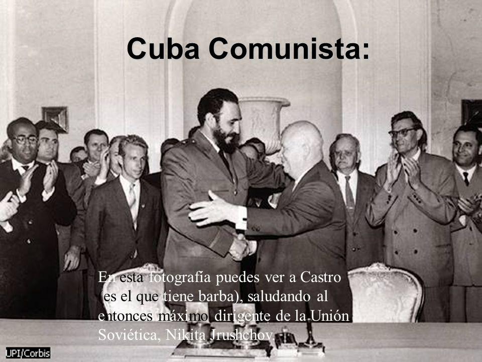 Cuba Comunista: En esta fotografía puedes ver a Castro (es el que tiene barba), saludando al entonces máximo dirigente de la Unión Soviética, Nikita J