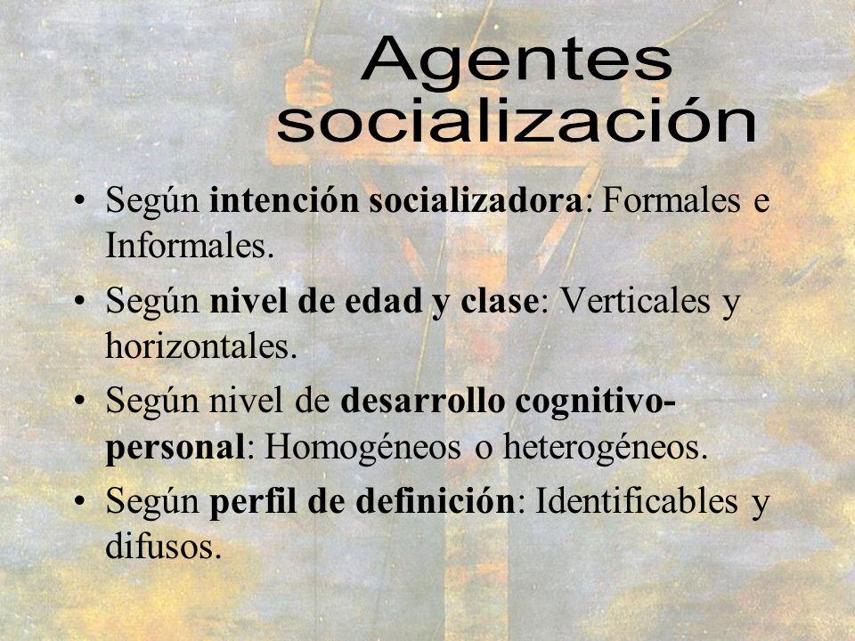 Según intención socializadora: Formales e Informales. Según nivel de edad y clase: Verticales y horizontales. Según nivel de desarrollo cognitivo- per