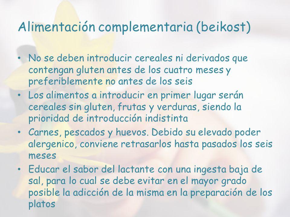 Alimentación complementaria (beikost) No se deben introducir cereales ni derivados que contengan gluten antes de los cuatro meses y preferiblemente no antes de los seis Los alimentos a introducir en primer lugar serán cereales sin gluten, frutas y verduras, siendo la prioridad de introducción indistinta Carnes, pescados y huevos.