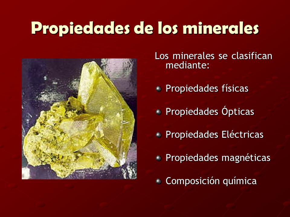 Propiedades de los minerales Los minerales se clasifican mediante: Propiedades físicas Propiedades Ópticas Propiedades Eléctricas Propiedades magnétic