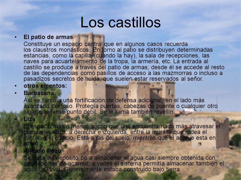 Los castillos El patio de armas Constituye un espacio central que en algunos casos recuerda los claustros monásticos. En torno al patio se distribuyen
