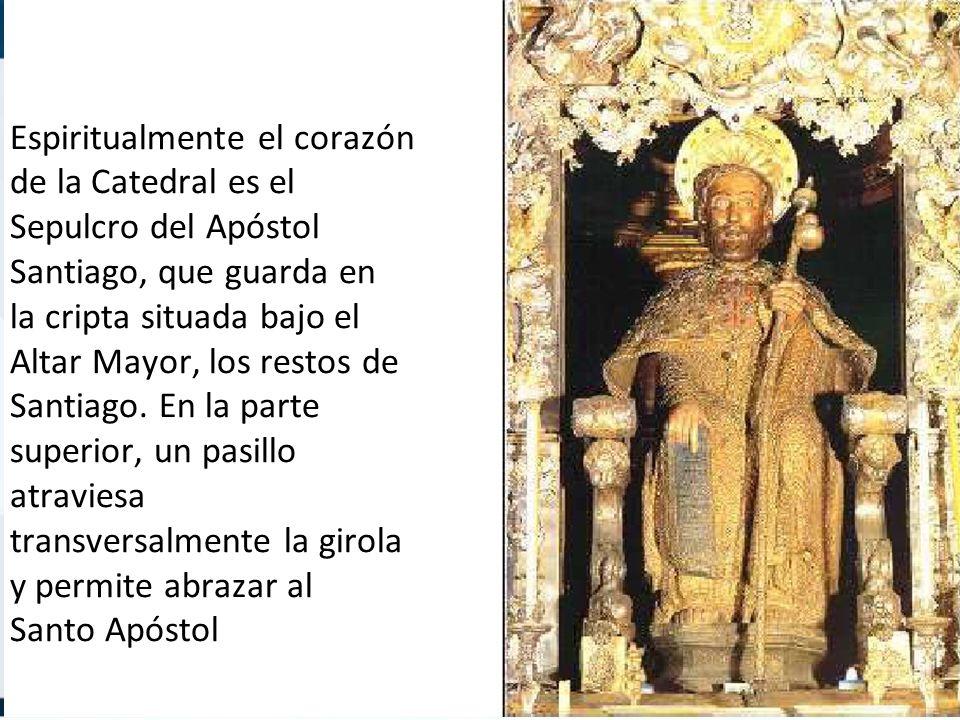 Espiritualmente el corazón de la Catedral es el Sepulcro del Apóstol Santiago, que guarda en la cripta situada bajo el Altar Mayor, los restos de Sant