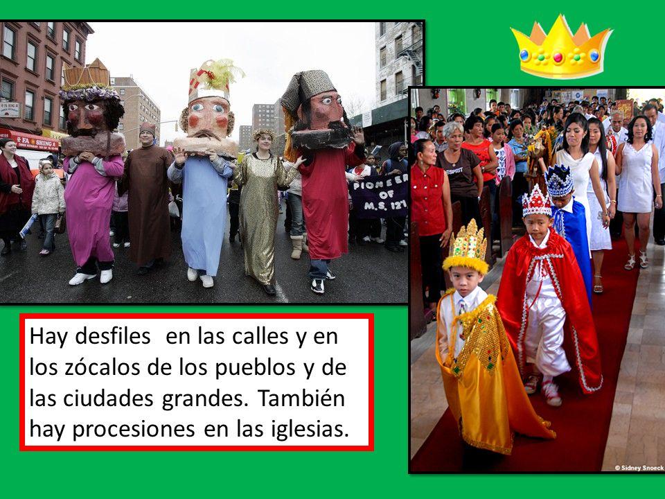 Hay desfiles en las calles y en los zócalos de los pueblos y de las ciudades grandes. También hay procesiones en las iglesias.