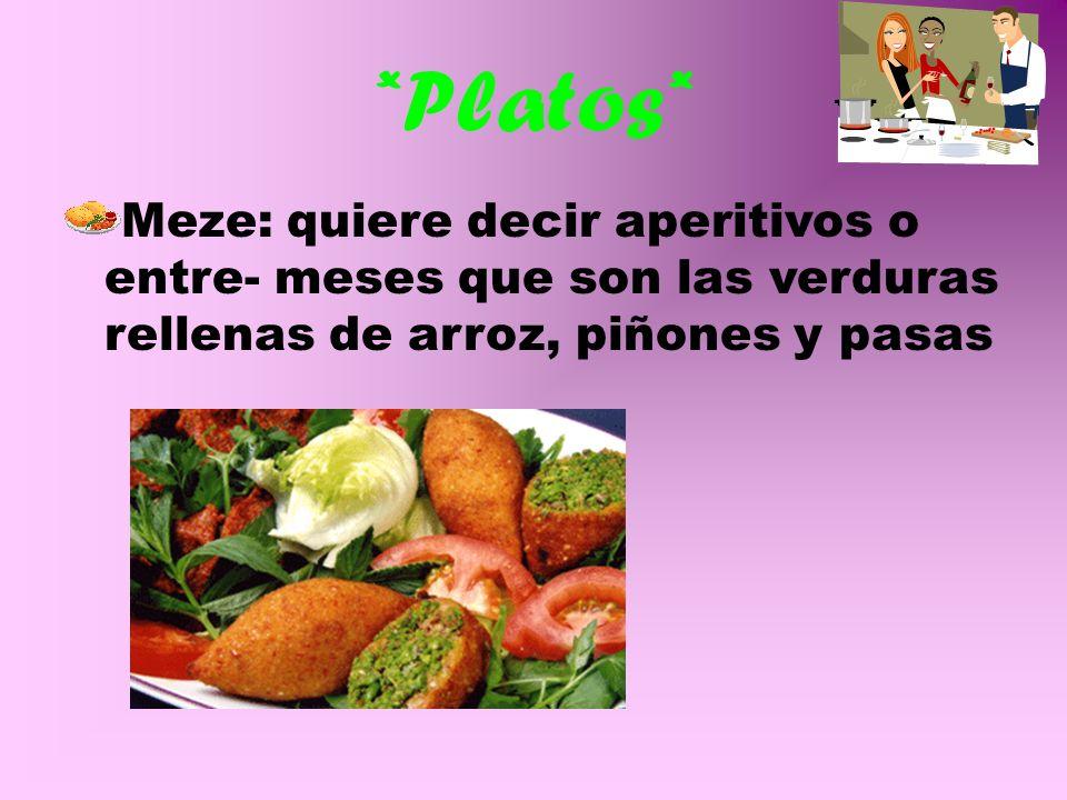 La gastronomía en general Los platos de la gastronomía Turca se elaboran principalmente, con alimentos propios de la gastronomía mediterránea. Lo mas