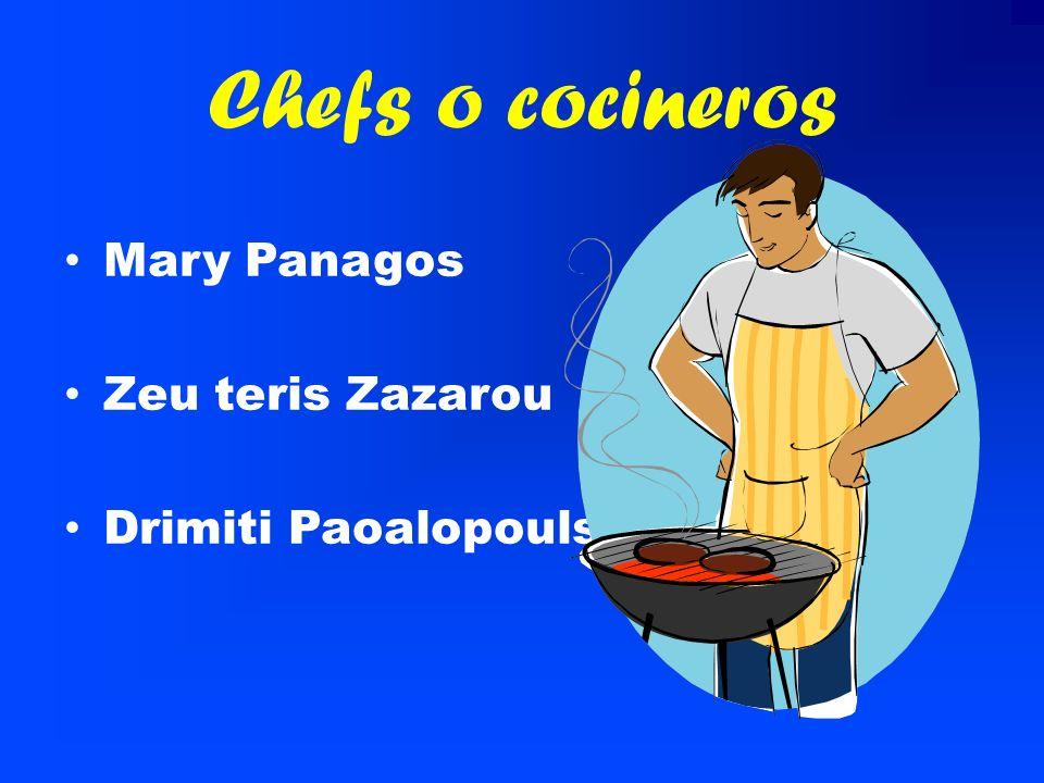 Pastel de carne picada y berenjenas, gratinado con queso. Lechuga, tomate, cebolla, olivas, vinagre y aceite de oliva.