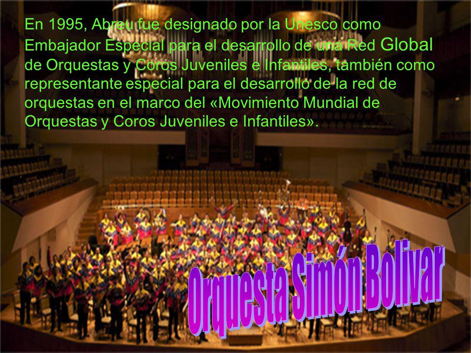 En 1975, el economista venezolano y músico amateur, José Antonio Abreu fundó la Acción Social para la Música y se convirtió en su director.