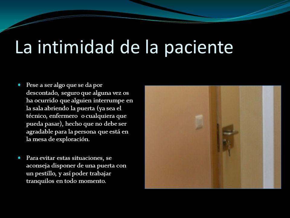 La intimidad de la paciente Pese a ser algo que se da por descontado, seguro que alguna vez os ha ocurrido que alguien interrumpe en la sala abriendo
