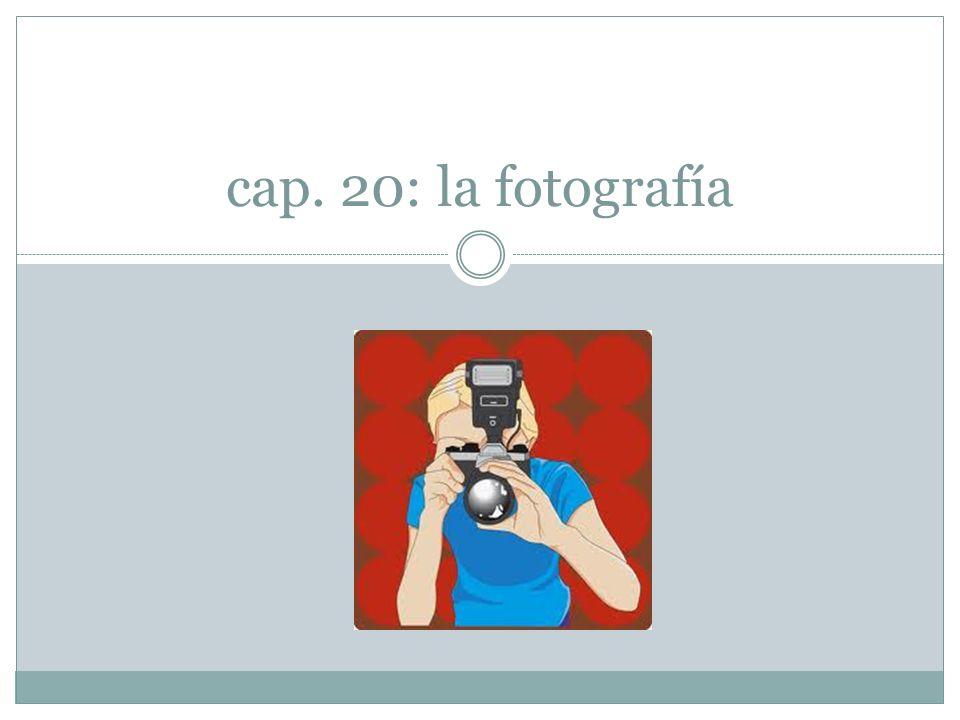 1.- Con la fotografía, el hombre ha descubierto el modo de hacer informes visuales sin sintaxis.