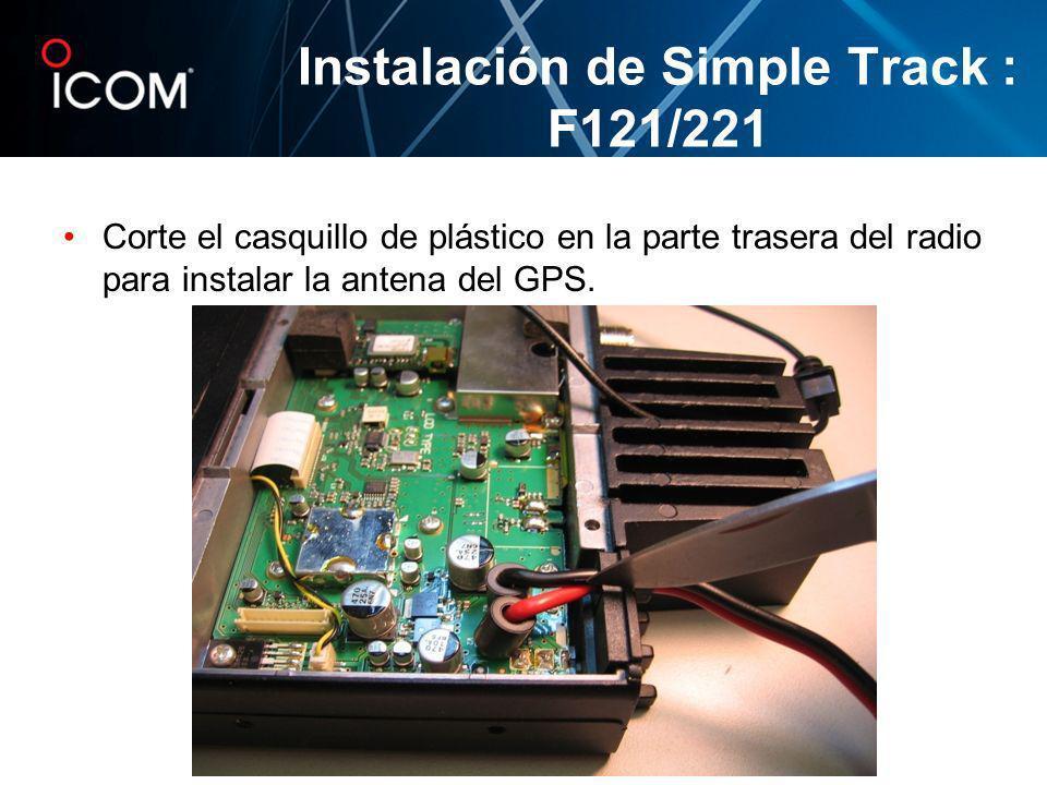 Corte el casquillo de plástico en la parte trasera del radio para instalar la antena del GPS. Instalación de Simple Track : F121/221