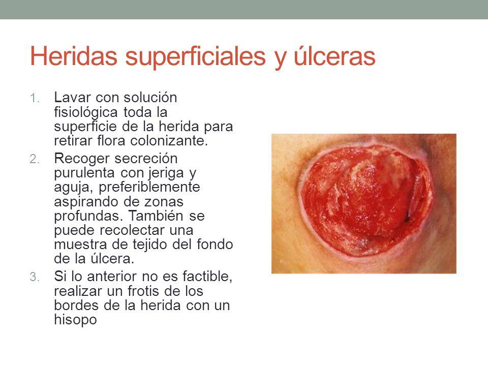Heridas superficiales y úlceras 1. Lavar con solución fisiológica toda la superficie de la herida para retirar flora colonizante. 2. Recoger secreción