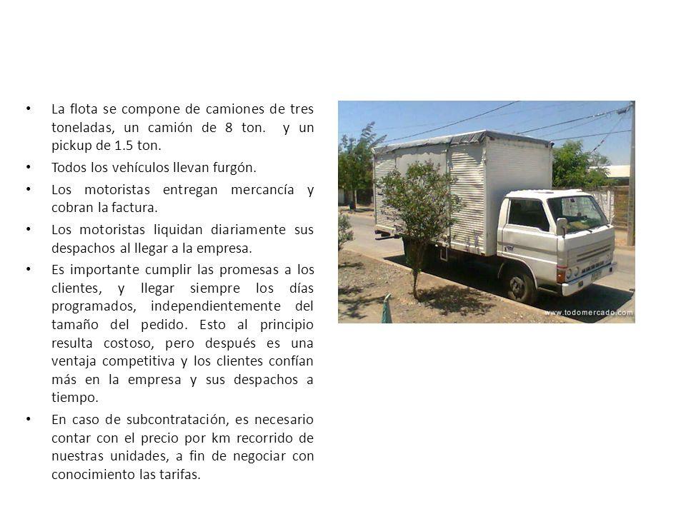 La flota se compone de camiones de tres toneladas, un camión de 8 ton. y un pickup de 1.5 ton. Todos los vehículos llevan furgón. Los motoristas entre