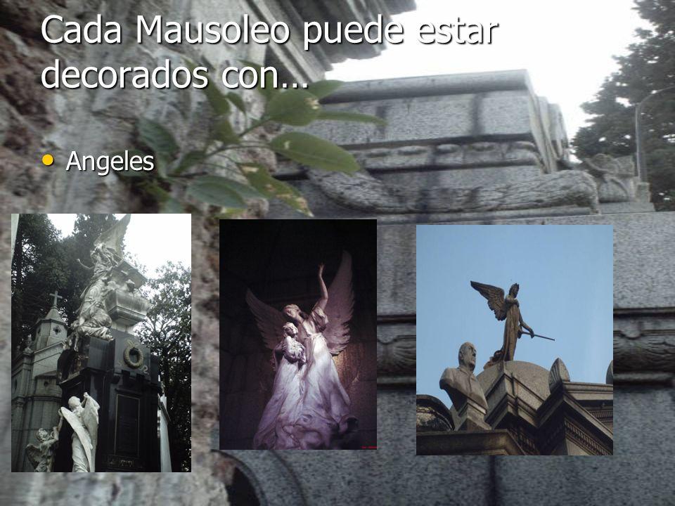 Cada Mausoleo puede estar decorados con… Angeles Angeles