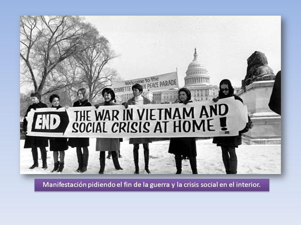 Manifestación pidiendo el fin de la guerra y la crisis social en el interior.