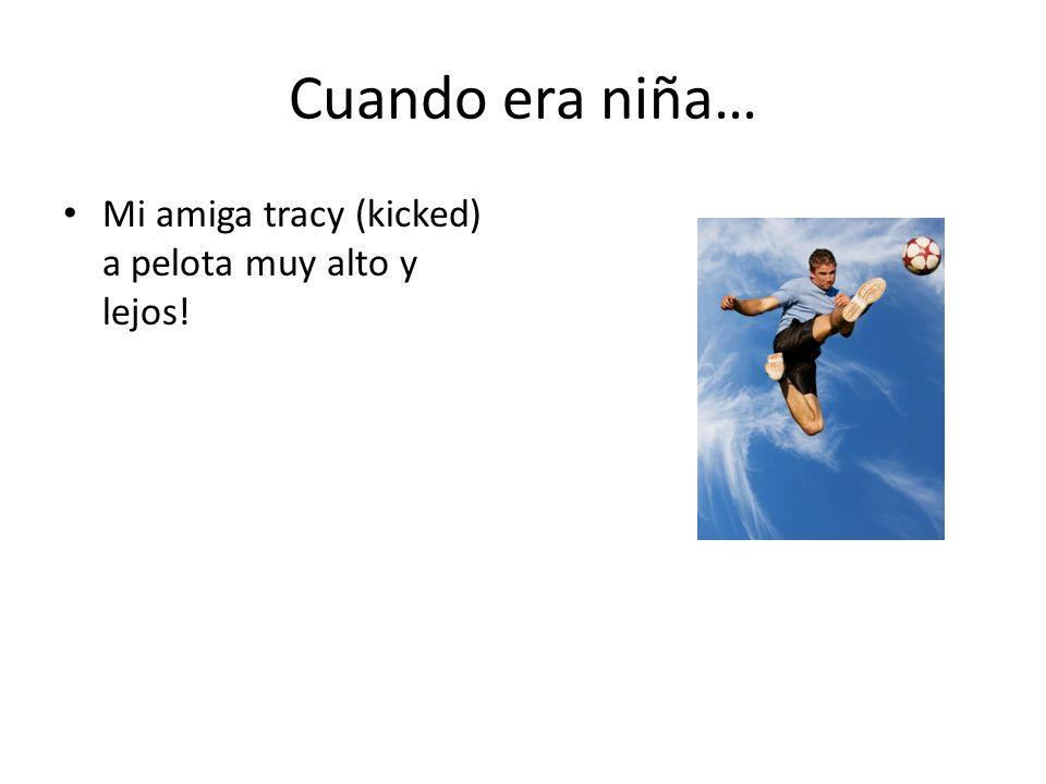 Cuando era niña… Mi amiga tracy (kicked) a pelota muy alto y lejos!