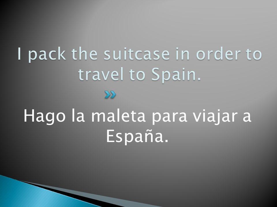 Hago la maleta para viajar a España.