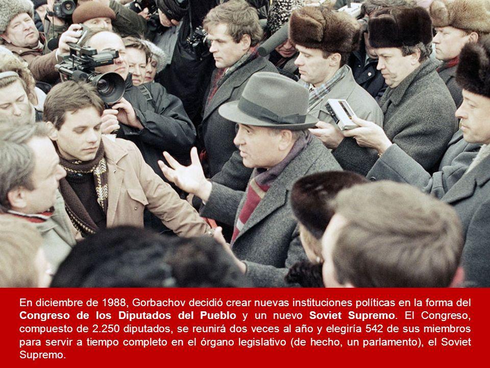 En diciembre de 1988, Gorbachov decidió crear nuevas instituciones políticas en la forma del Congreso de los Diputados del Pueblo y un nuevo Soviet Su