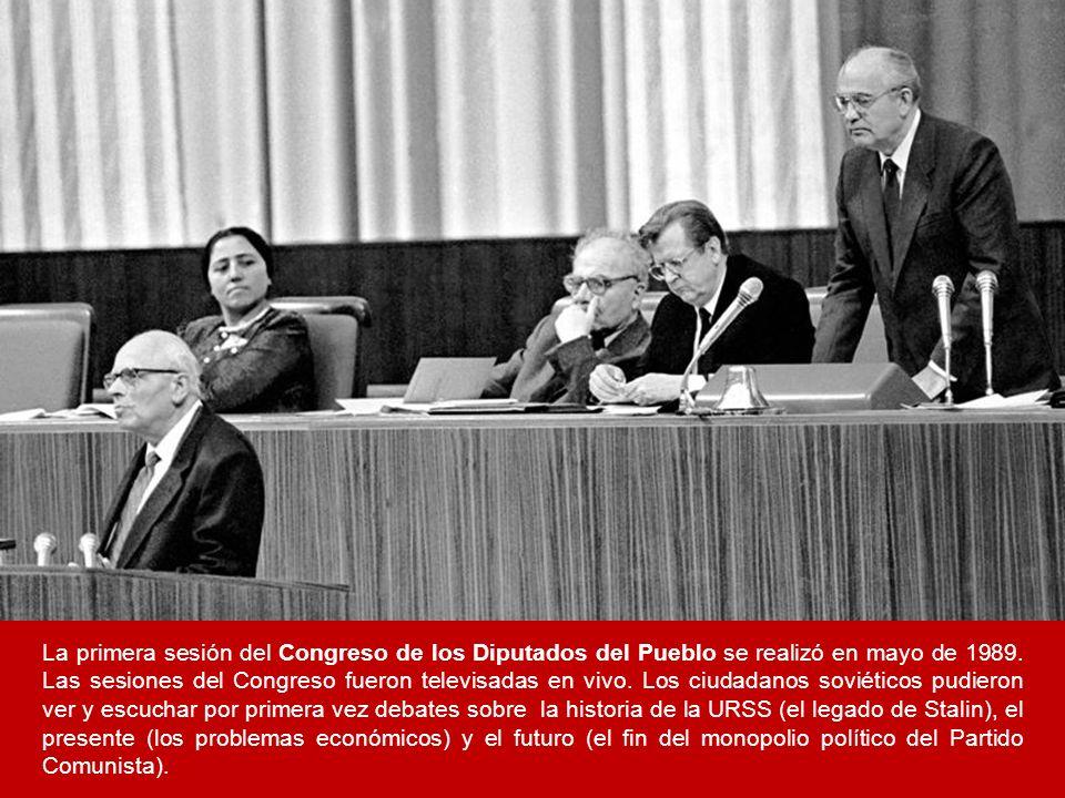 La primera sesión del Congreso de los Diputados del Pueblo se realizó en mayo de 1989. Las sesiones del Congreso fueron televisadas en vivo. Los ciuda