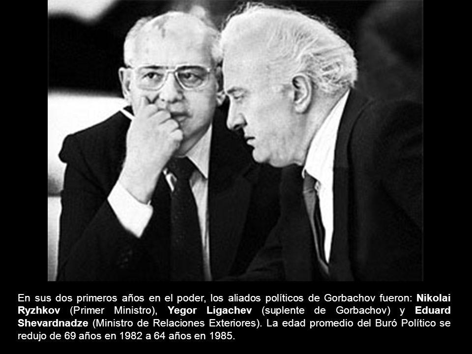 En sus dos primeros años en el poder, los aliados políticos de Gorbachov fueron: Nikolai Ryzhkov (Primer Ministro), Yegor Ligachev (suplente de Gorbac