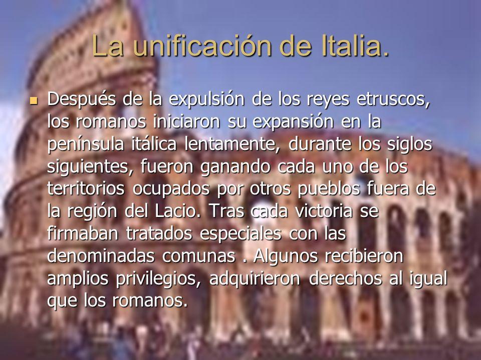 Después de la expulsión de los reyes etruscos, los romanos iniciaron su expansión en la península itálica lentamente, durante los siglos siguientes, fueron ganando cada uno de los territorios ocupados por otros pueblos fuera de la región del Lacio.